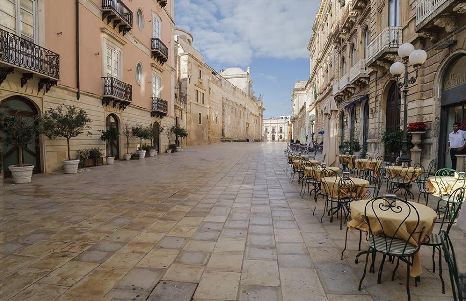 Foto-via-per-il-Duomo-di-Ortigia-isola-di-Siracusa-Ph-Salvatore-Bandiera
